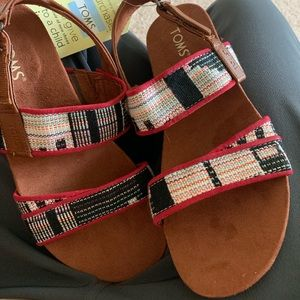 Brand new Toms women sandals brown suede size 8